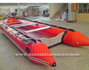 Barco zodiacal inflable para 12 personas.