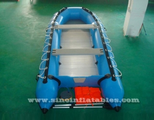 Bote inflable para 4 personas.