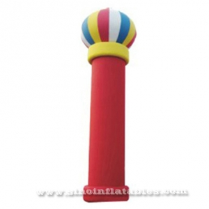 Columna roja inflable gigante